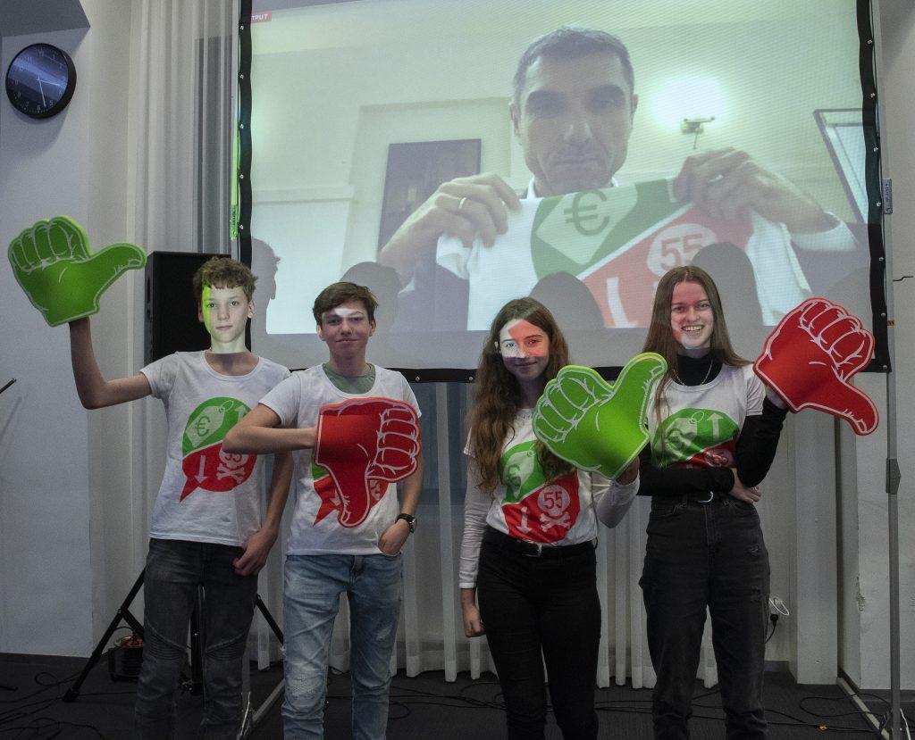 Leerlingen overhandigen oproepvideo voor Rookvrije Generatie aan staatssecretaris Paul Blokhuis 8